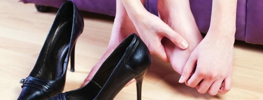 I trucchi per allargare le scarpe strette